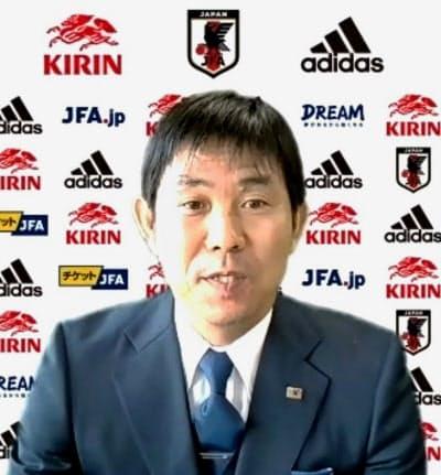 日本代表の発表を受け、オンラインで記者会見する森保監督(1日)=共同