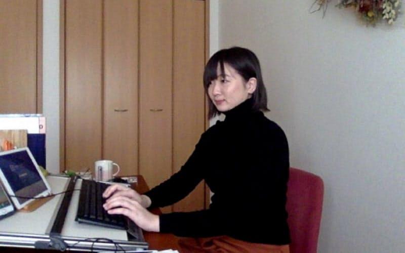 夫の転勤で引っ越した富山市からテレワークをする設計監理部の出原祐子さん