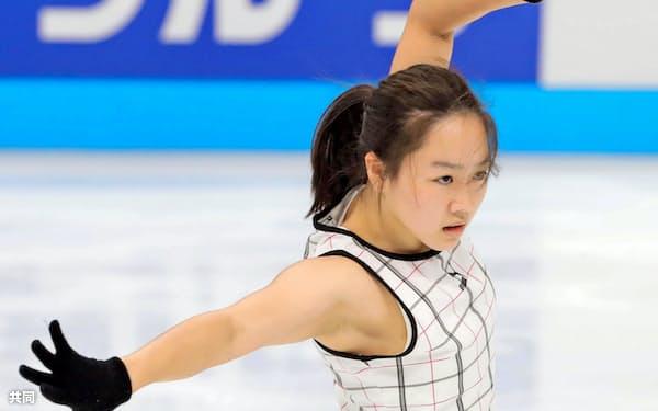 ジャパン・オープンの前日練習で調整する樋口新葉(2日、さいたまスーパーアリーナ)=共同・代表撮影