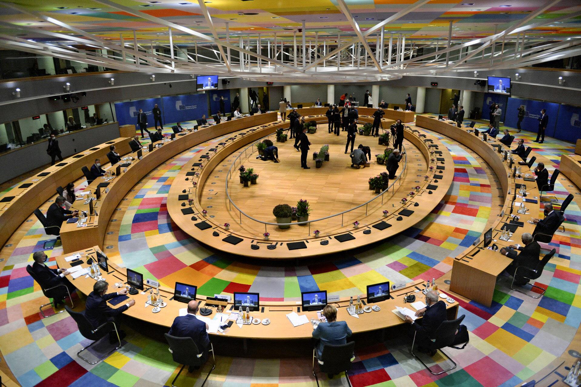 EU首脳会議ではトルコやベラルーシ問題を中心に討議した(1日、ブリュッセル)=AP
