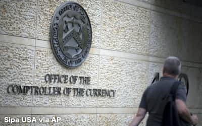 ワシントンDCの米通貨監督庁(OCC)=AP