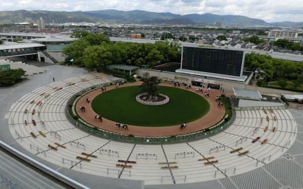 京都競馬場の名物だった円形のパドックも見納めとなる