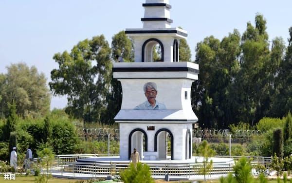 アフガニスタン・ナンガルハル州に完成した中村哲さんの記念塔(9月19日)=共同