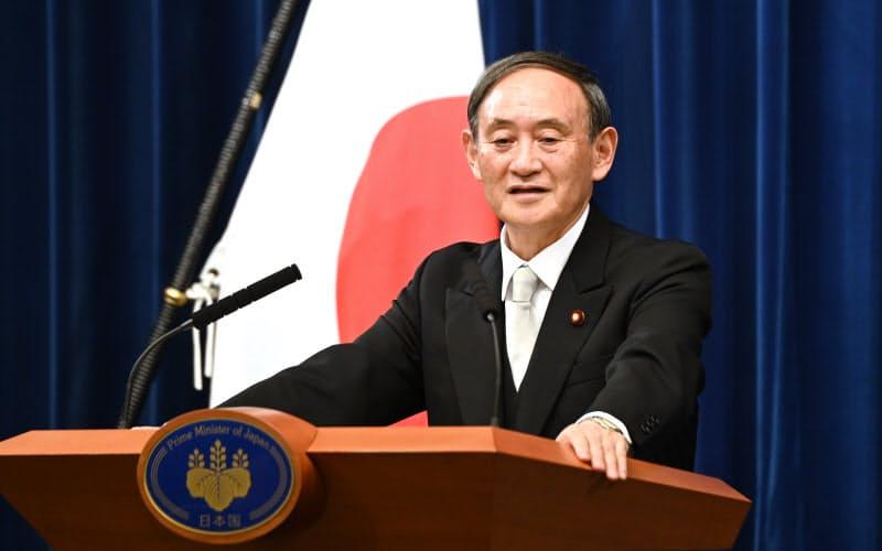 温暖化ガスの排出量を2050年に実質ゼロにする目標を掲げる方針を、菅首相が26日の所信表明演説で示す(9月、首相官邸)