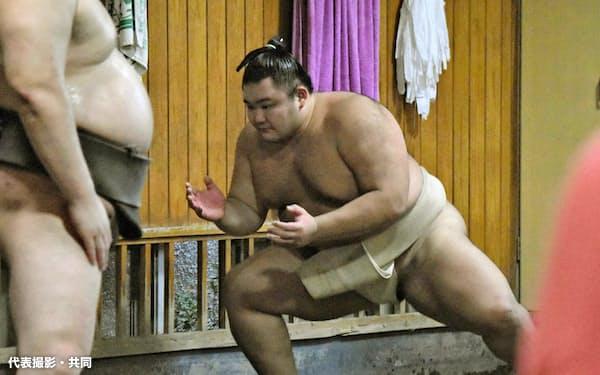 稽古を再開した朝乃山(5日、東京都墨田区の高砂部屋)=代表撮影・共同