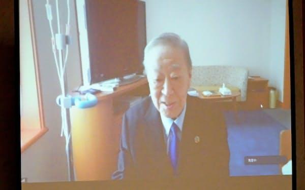 経団連の中西宏明会長は、病院からオンラインで記者会見に臨んだ