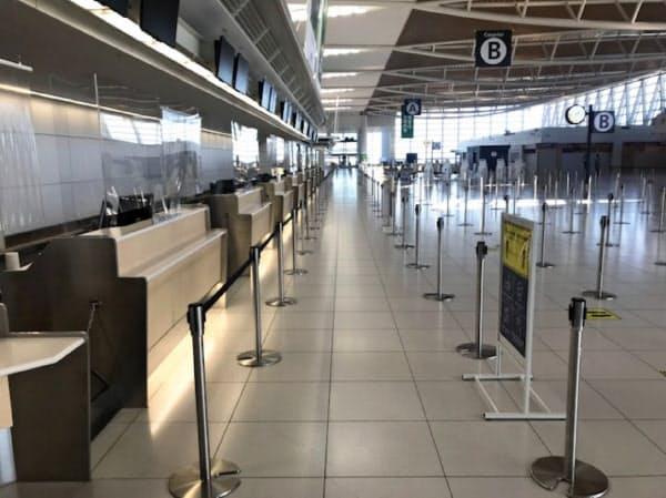 新千歳空港では国際線の旅客ゼロの状況が続く(5日、新千歳空港国際線ターミナル)
