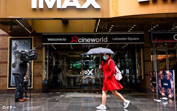 新型コロナの感染拡大が映画業界の回復に重くのしかかる(4日、ロンドンにある英シネワールドの映画館)=ロイター