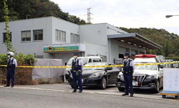 男女が刺されたヤマト運輸の神戸北鈴蘭台センター(6日午前9時21分、神戸市北区)=共同