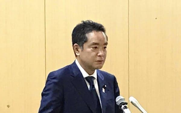 記者会見する井上万博担当相(6日、東京都千代田区)