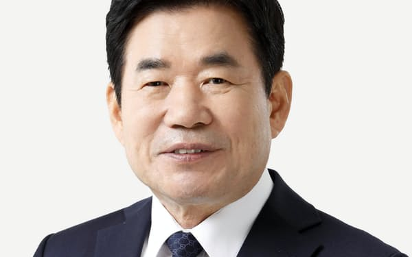 韓日議連会長に就いた与党「共に民主党」の金振杓氏