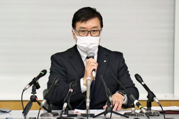 記者会見する関西電力の弥園豊一副社長(6日、大阪市)