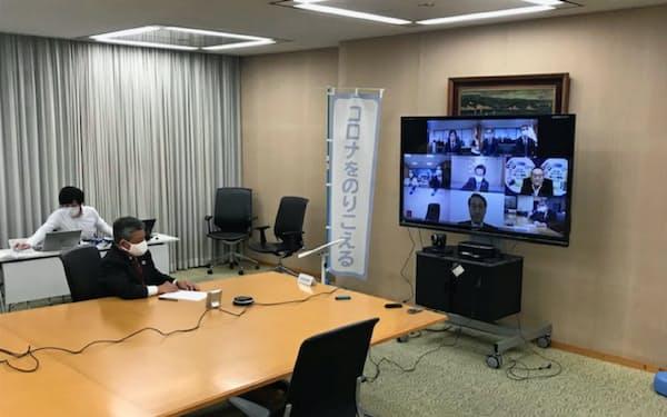 全国知事会はテレビ会議システムを通じて厚労相に要望した(東京都千代田区の都道府県会館)