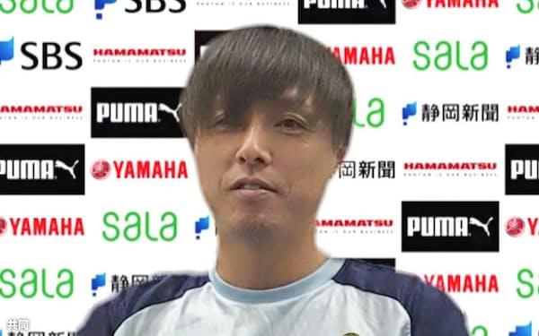 J2磐田へ期限付きで加入し、オンラインで取材に応じる遠藤保仁(6日)=共同