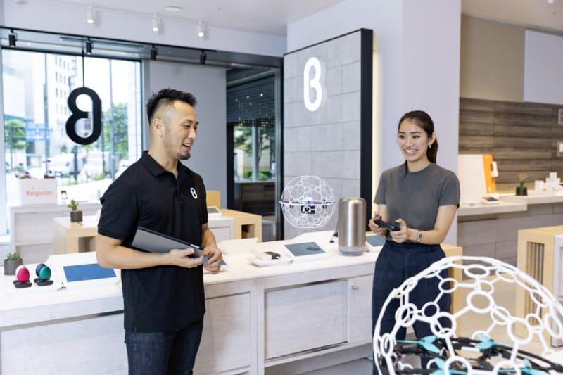 「b8ta」には競技用ドローンなどユニークな商品が並ぶ(東京・有楽町)