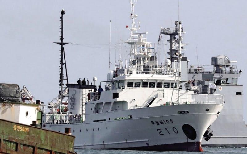 北朝鮮側の海域に入り射殺された韓国人が乗っていた船(9月24日、韓国・延坪島)=聯合・共同