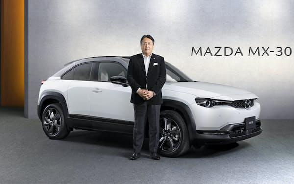 マツダは新たな電動技術を搭載した新型SUV「MX-30」を発売する