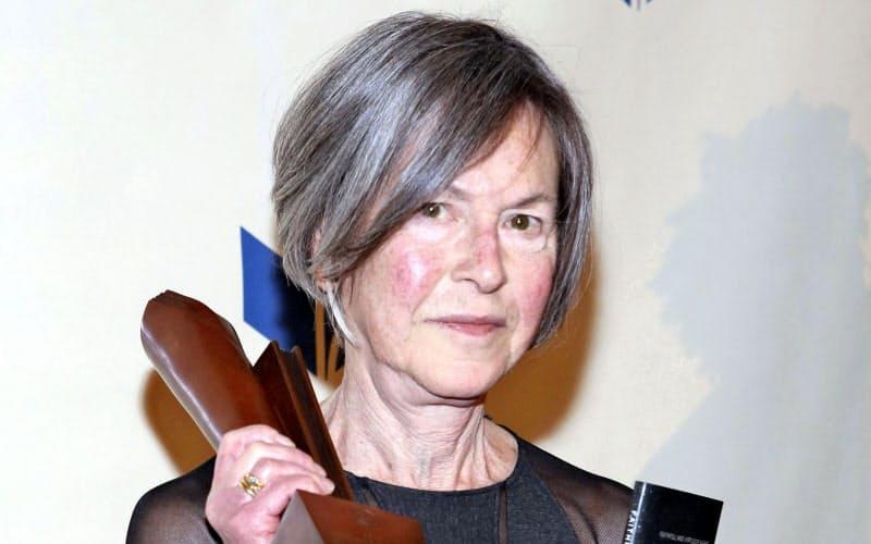 2014年11月、全米図書賞を受賞したルイーズ・グリュックさん(ニューヨーク)=ゲッティ共同