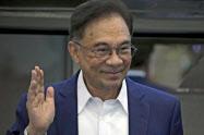 マレーシアのアンワル元副首相、13日に国王と面会へ: 日本経済新聞