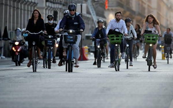 パリでは自転車の利用者が増えた(9月)=ロイター