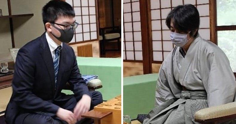 永瀬王座(左)と久保九段が戦う将棋王座戦五番勝負は2勝2敗で14日に最終第5局を迎える