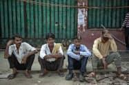 コロナ危機は新興国に打撃を与えている(インドの首都ニューデリー近郊)=AP