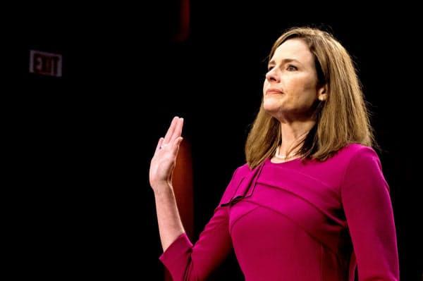 12日、米最高裁判事候補のバレット氏は政治から独立した立場で訴訟に対応する考えを強調した(ワシントン)=ロイター