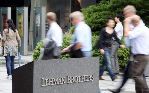 金融危機は、必ずしも米リーマン・ブラザーズ破綻のような形で露呈するわけではない(写真は2008年9月、東京・六本木)