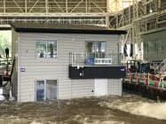 洪水時に水没や水圧から免れるよう浮力で水に浮かぶ耐水害住宅(13日、茨城県つくば市の防災科学技術研究所)