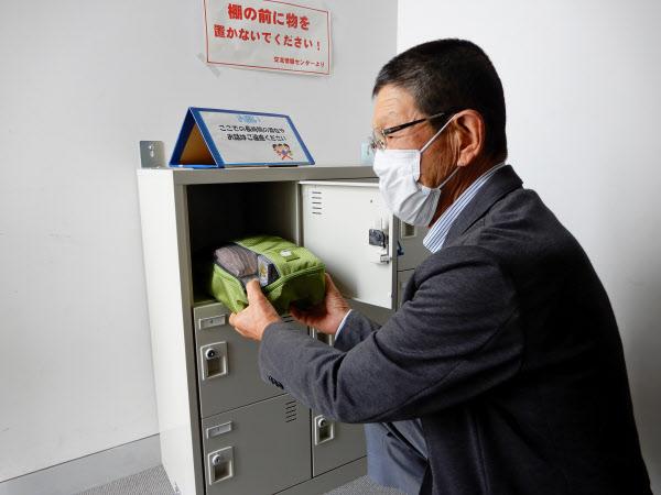 熊本県益城町の前田勝さんは災害に備えて町施設に装具を保管している(前田さん提供)