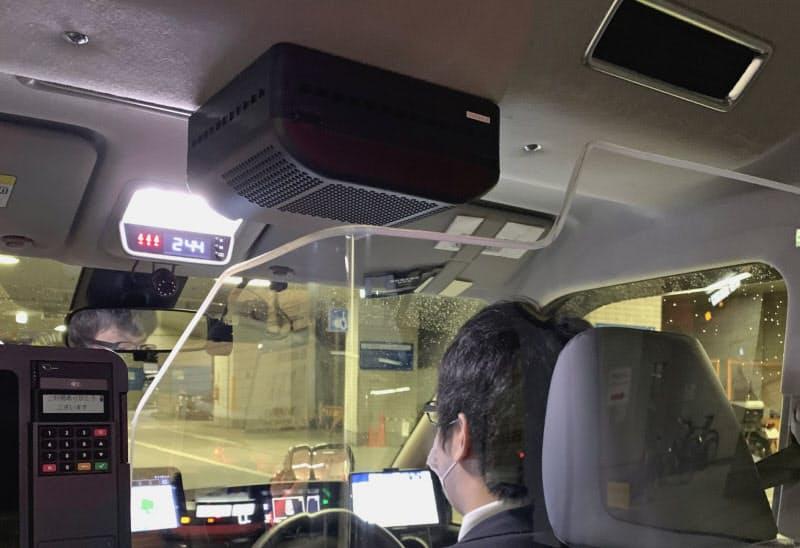 空気清浄機はタクシーの天井部に取り付けられる