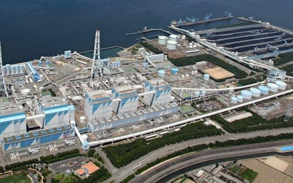 火力発電の燃料を水素やアンモニアに転換する(実証実験を予定する愛知県碧南市の碧南火力発電所)