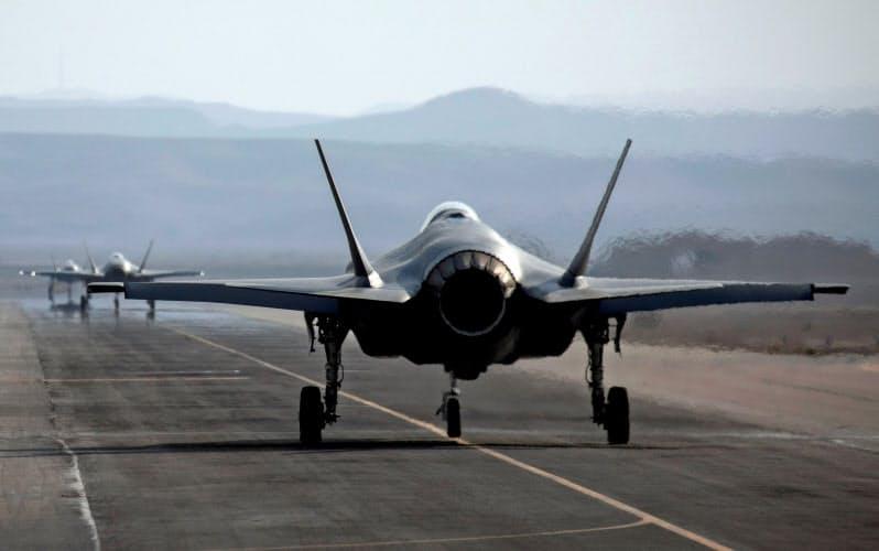 イスラエル南部の空軍基地に停泊するF35戦闘機(2019年11月)=ロイター