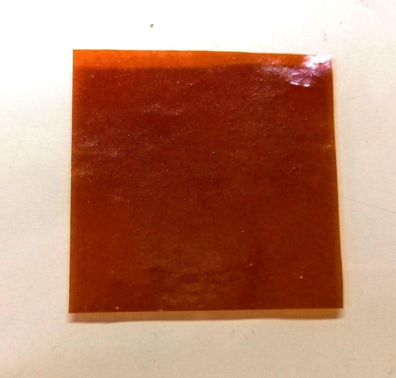 開発したプラスチックはセ氏740度を超える熱に耐えられる