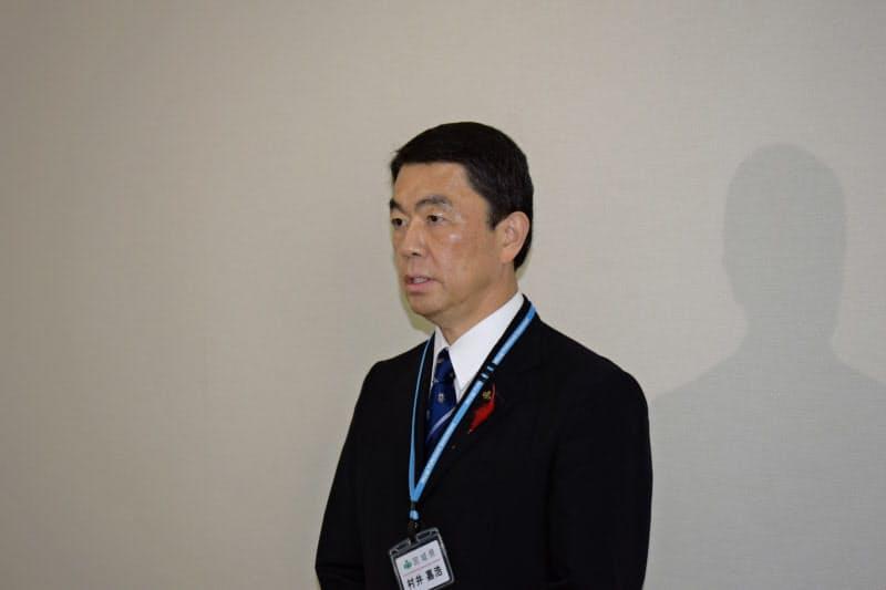 取材に応じる宮城県の村井嘉浩知事(14日、仙台市)