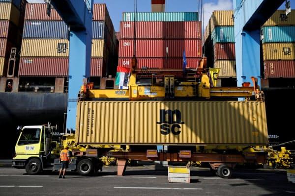 イスラエルに入港したUAEからの貨物船(12日、ハイファ港)=ロイター