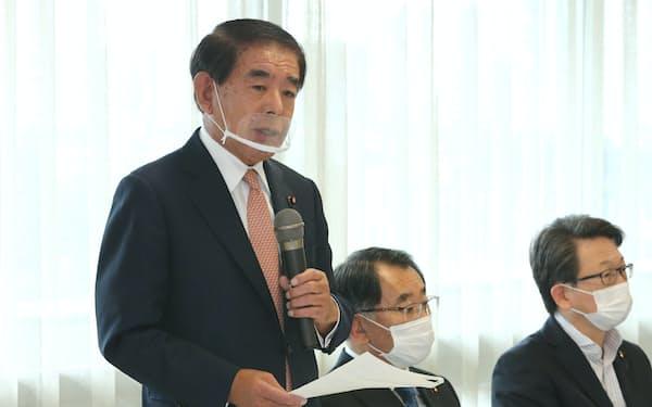 自民党PTの初会合であいさつする下村政調会長(14日、党本部)