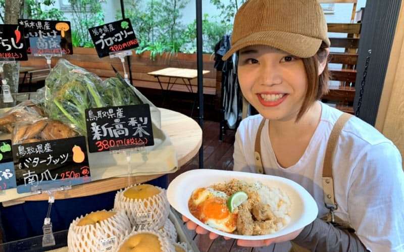 アップクオリティが新宿で運営する商業施設で提供される新高梨を使ったナシゴレン