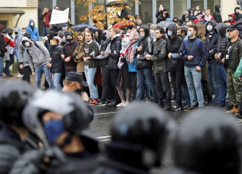 9週連続となったルカシェンコ大統領の退陣を求める抗議デモでは700人超が拘束された(11日、ミンスク)=AP