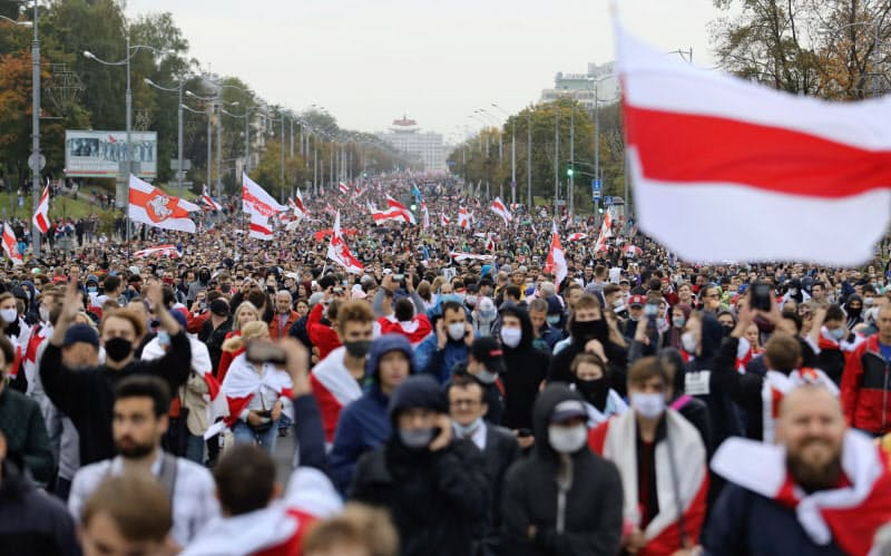People attend an opposition rally to reject the presidential election results and to protest against the inauguration of Belarusian President Alexander Lukashenko in Minsk, Belarus September 27, 2020. Tut.By via REUTERS  ATTENTION EDITORS - THIS IMAGE WAS PROVIDED BY A THIRD PARTY. MANDATORY CREDIT.