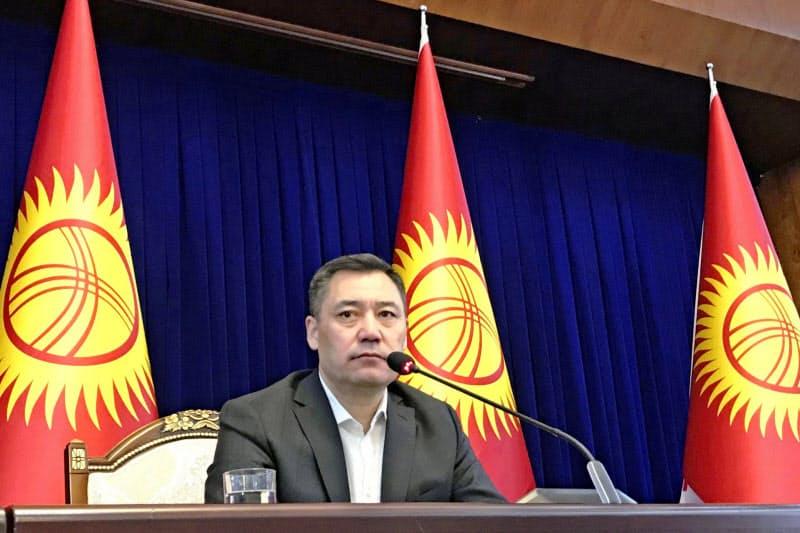 キルギス首相に就任したジャパロフ氏(写真は10日、ビシケク)=タス共同