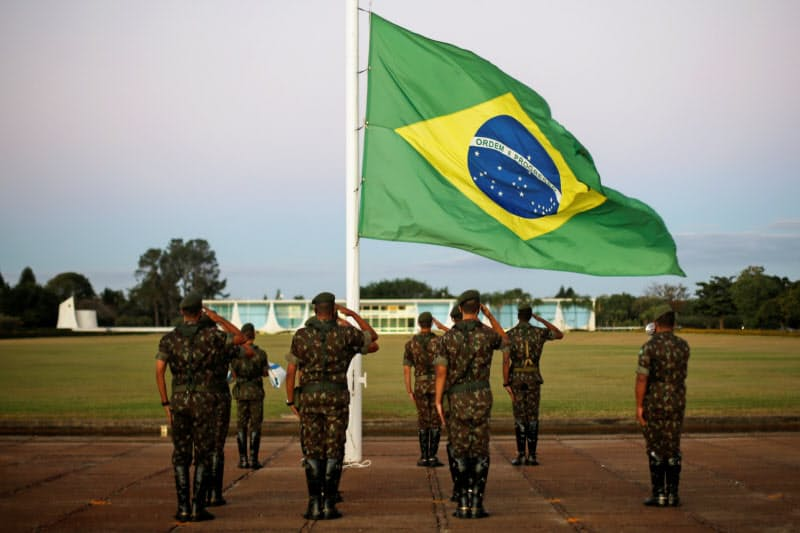 ブラジル軍はボルソナロ大統領の支持基盤の一つだ(7月、ブラジリア)=ロイター