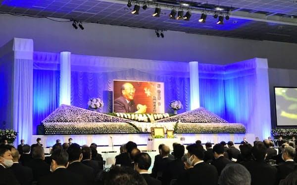 お別れの会には福田元首相や自治体トップ、経営者ら約1000人が集まった(15日、群馬県高崎市)