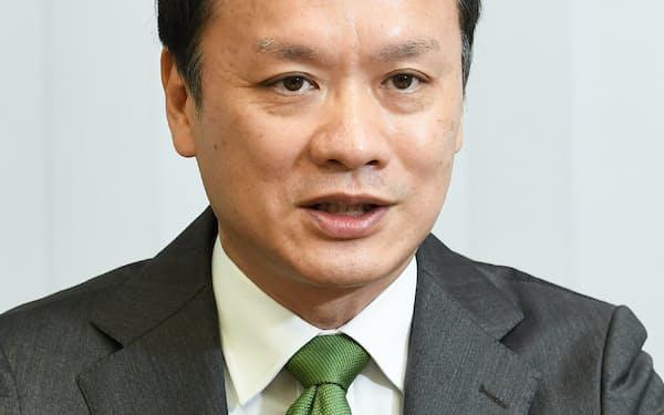 インタビューに答える日本銀行の神山一成決済機構局長(15日、日銀本店)