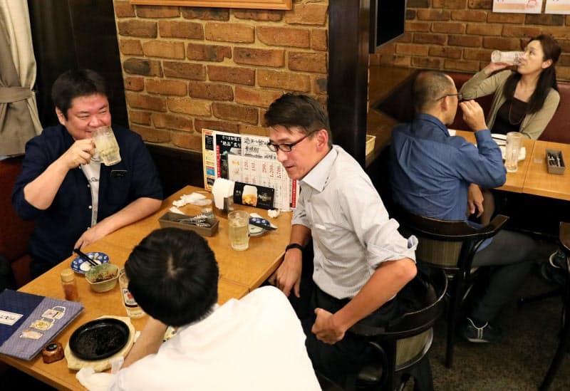 栄の居酒屋はにぎわいを取り戻しつつある(13日、名古屋市中区)