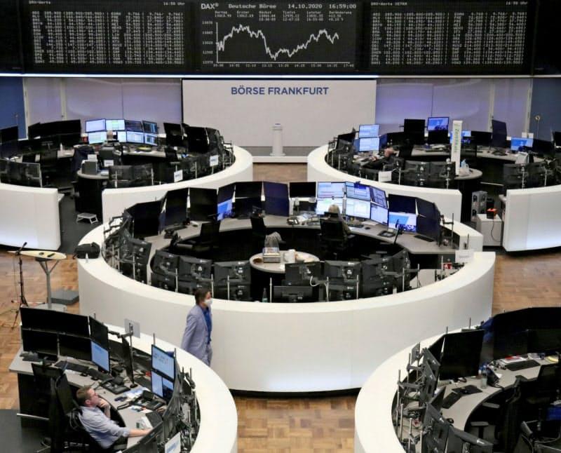 15日の欧州株は景気懸念でほぼ全面安に(独フランクフルト証券取引所)=ロイター
