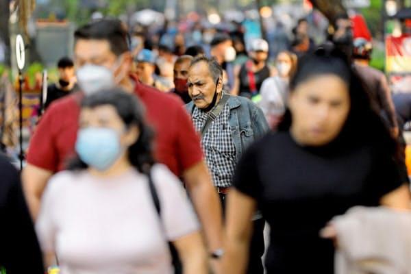 メキシコではインフルエンザの予防接種が推奨されている(8日、メキシコシティ)=ロイター
