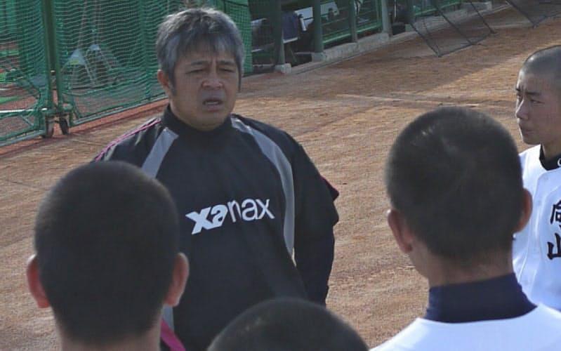 遠山監督は選手が質問をしやすい雰囲気づくりに努める