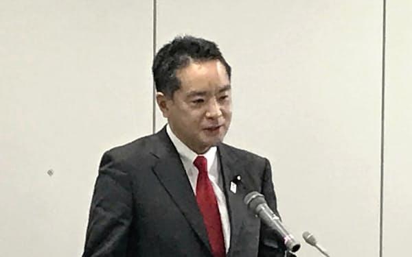 記者会見する井上万博担当相(16日、東京都千代田区)