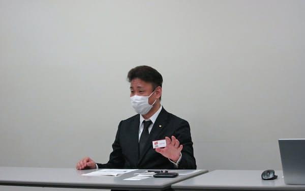 アースインフィニティの浜田社長(16日、東京証券取引所)